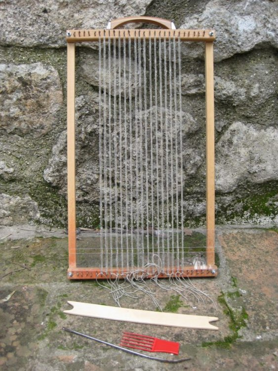 simple-weaving-loom-at-its-most-basic-and-for-me-satisfying-frame-admirable-pics-more-655x873.thumb.jpg.eb13d13efd708ea6e37a78c7078ba753.jpg